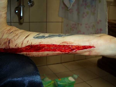 emo_girl_cuts_herself_picture-34