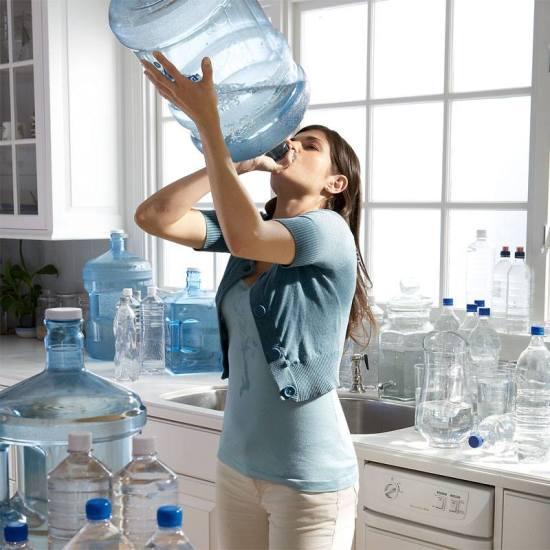 cati litri de apa se beau pe zi