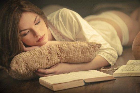 fata care citeste